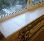 Окно Rehau с подоконником из натурального камня